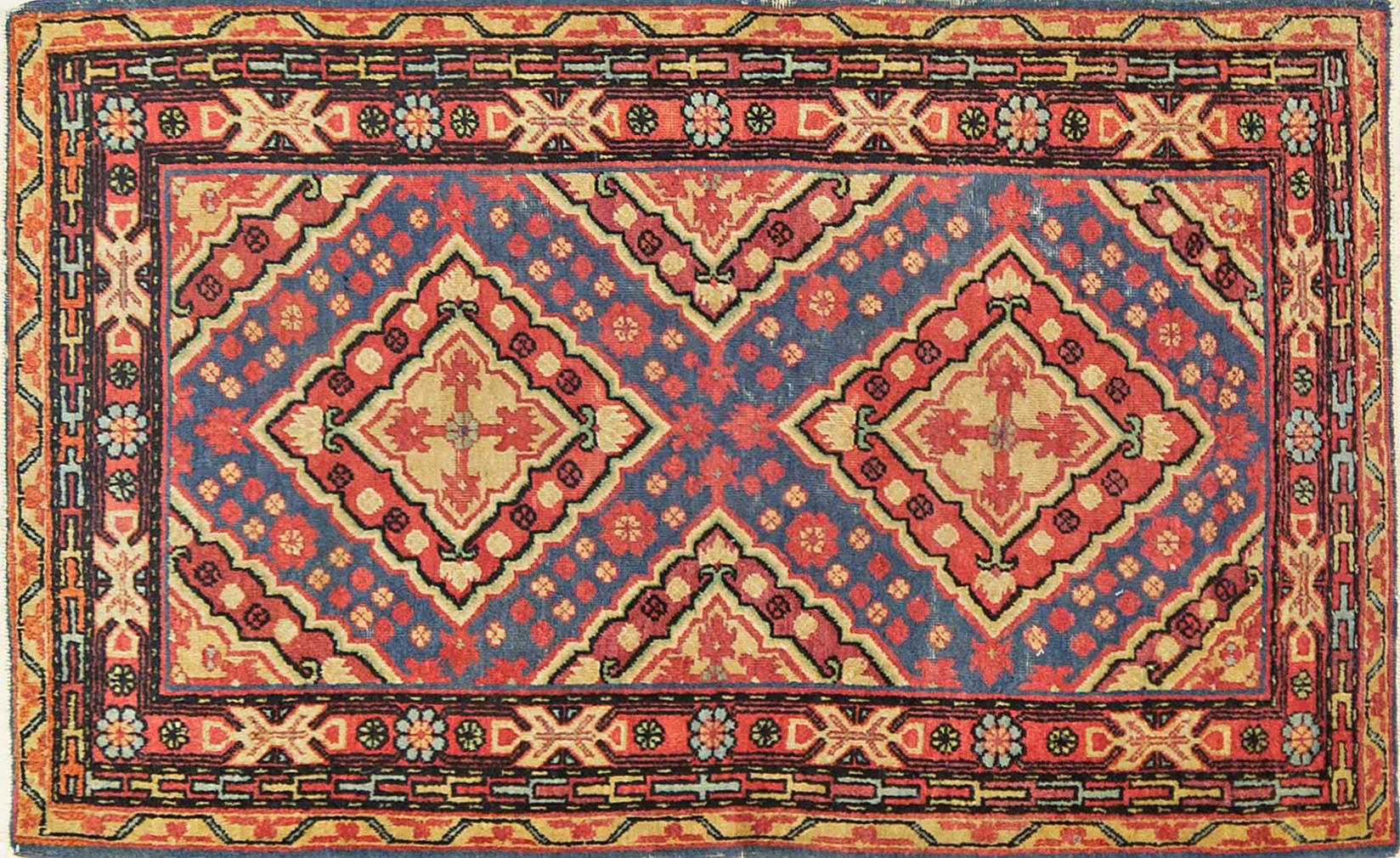 A Persian Hand Knotted Hamadan Rug, 136 x 191