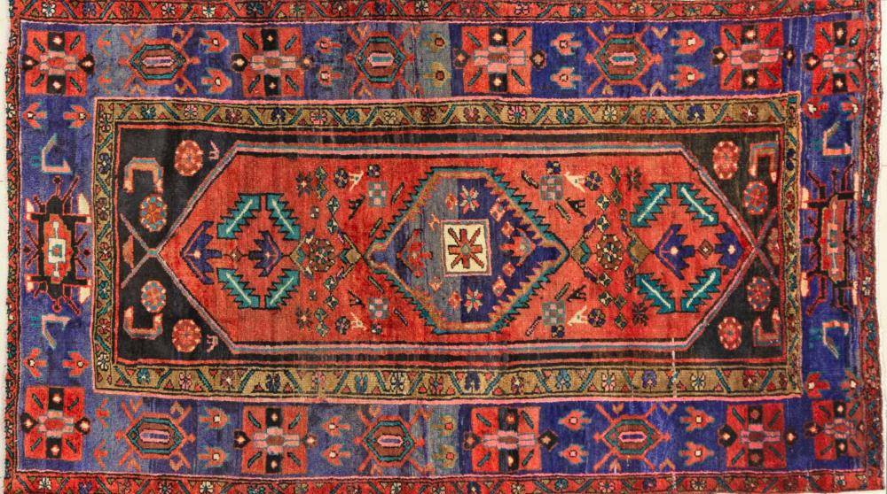 A Persian Hand Knotted Hamadan Rug, 223 x 128