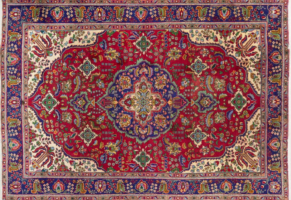 A Persian Hand Knotted Tabriz Carpet, 352 X 251