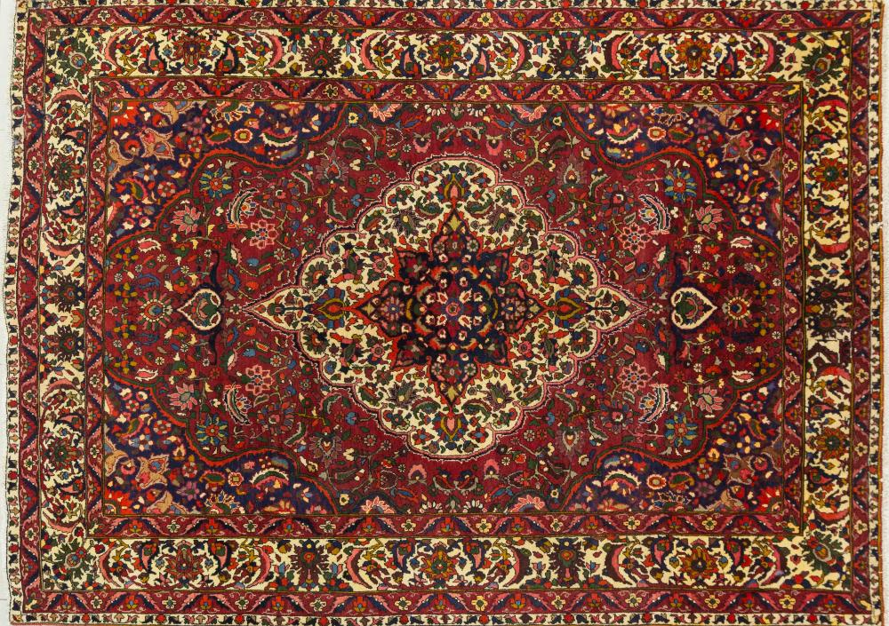 A Persian Hand Knotted Bakhtiari Carpet, 300 X 210