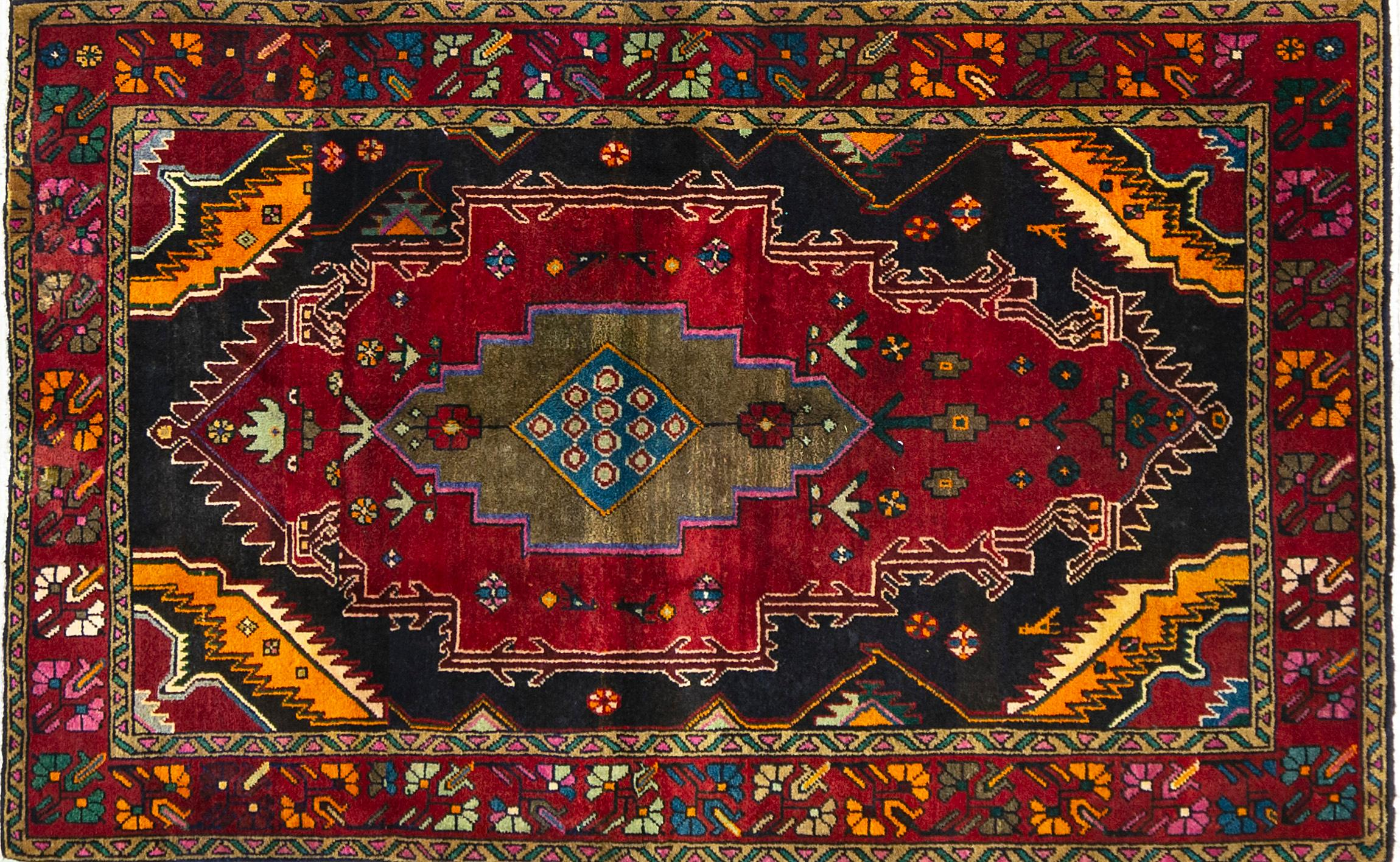 A Persian Hand Knotted Zanjan Rug, 200 x 130