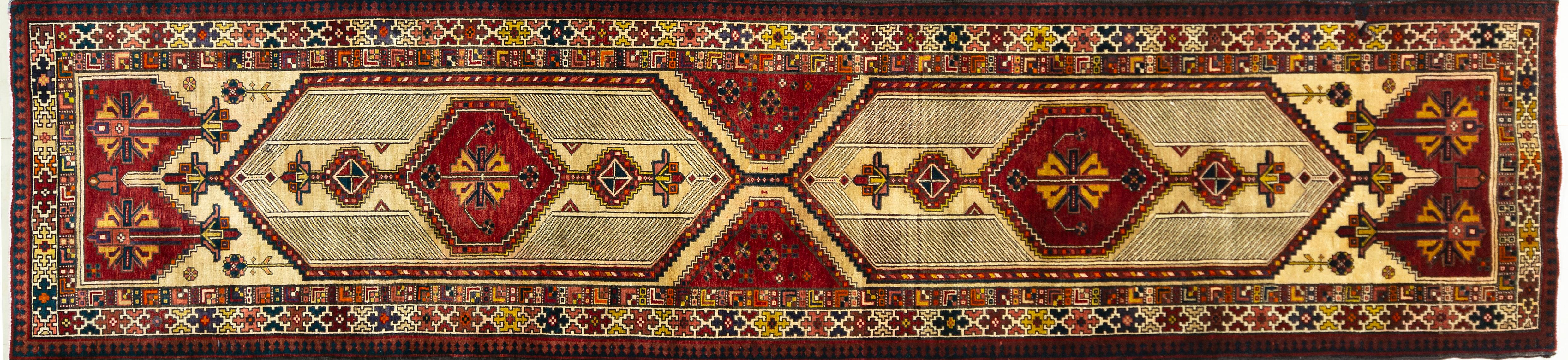 A Persian Hand Knotted Sarab Runner, 435 x 104