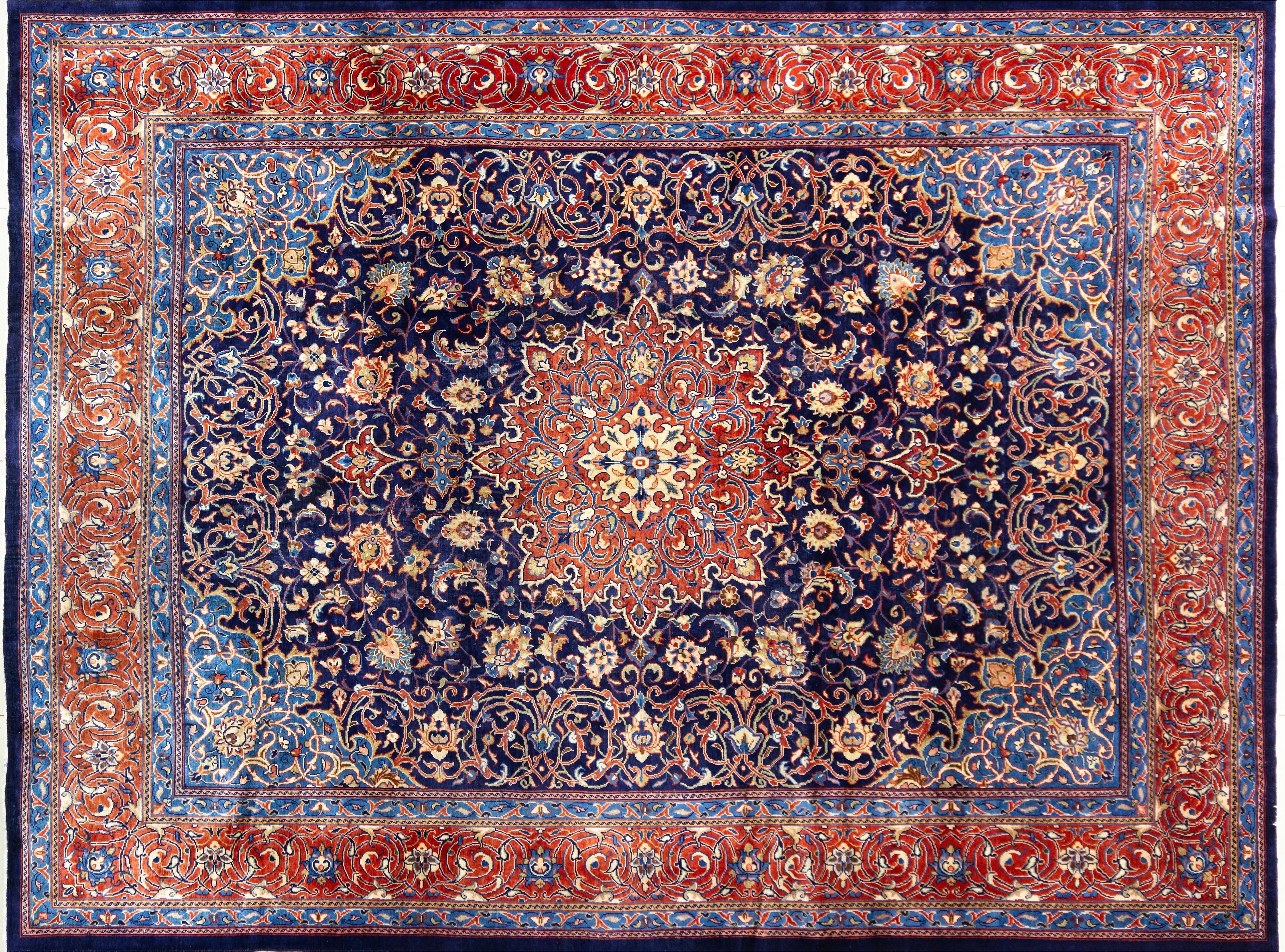 A Persian Hand Knotted Sarough Carpet, 400 x 300