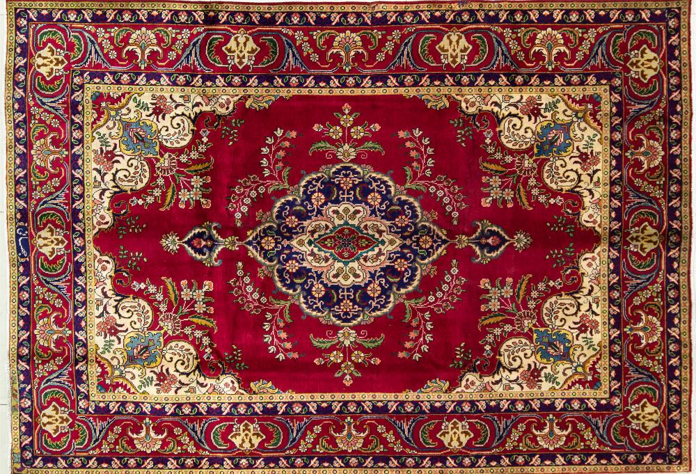 A Persian Hand Knotted Tabriz Carpet, 285 x 196
