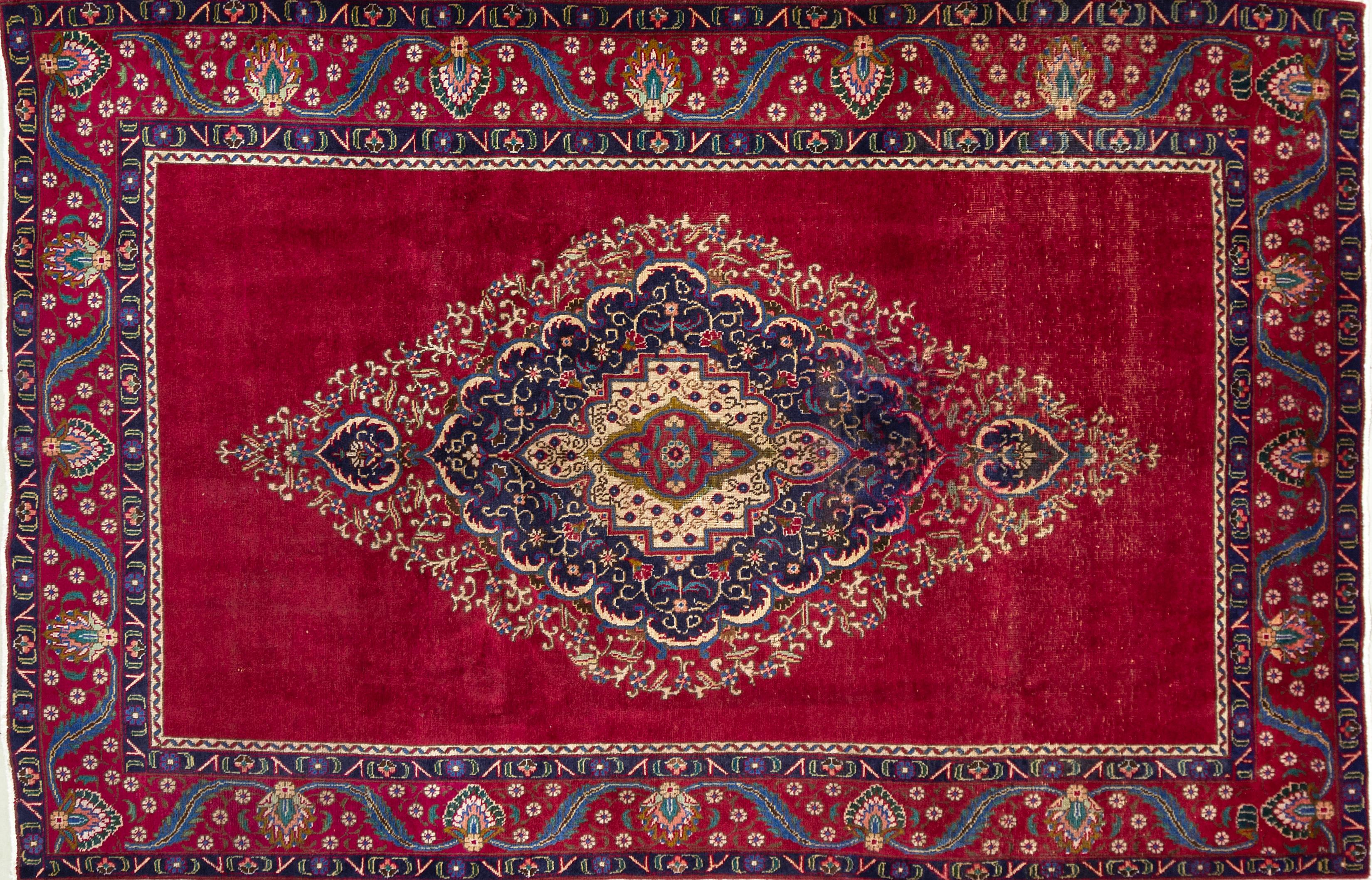 A Persian Hand Knotted Tabriz Carpet, 291 x 186