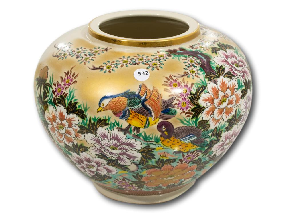 A Chinese Famille Rose Vase, 18cm
