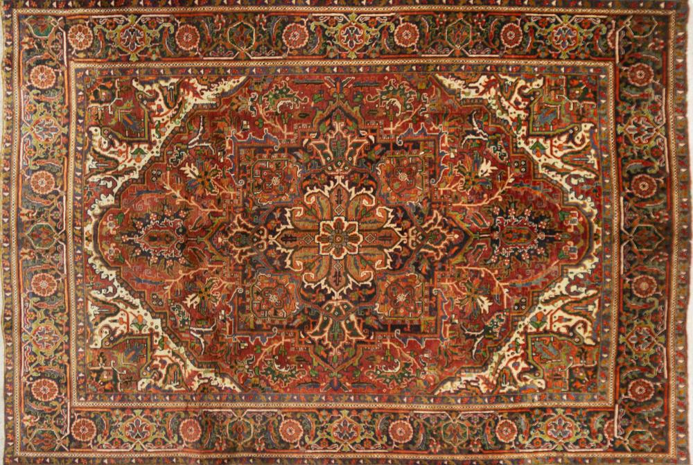 A Persian Hand Knotted Heriz Carpet, 342 x 234