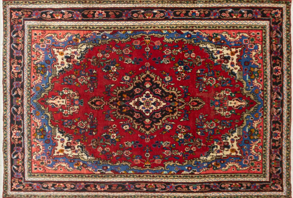 A Persian Hand Knotted Hamadan Carpet, 290 x 202