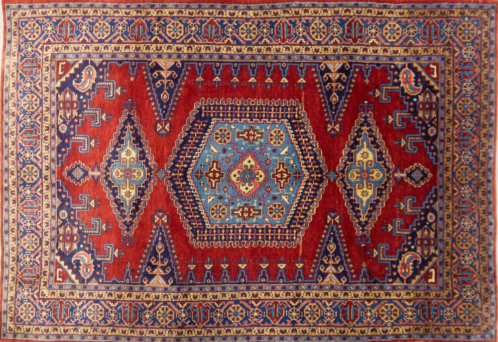 A Persian Hand Knotted Viss Carpet, 338 x 227