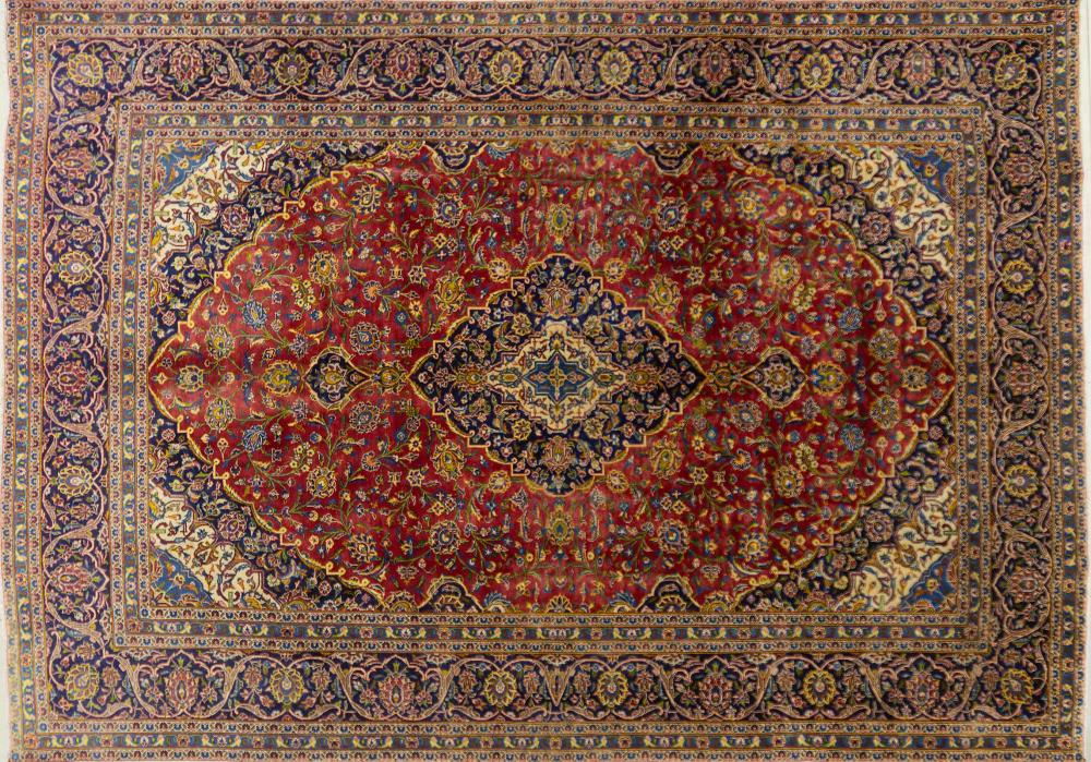 A Persian Hand Knotted Kashan Carpet, 400 x 282