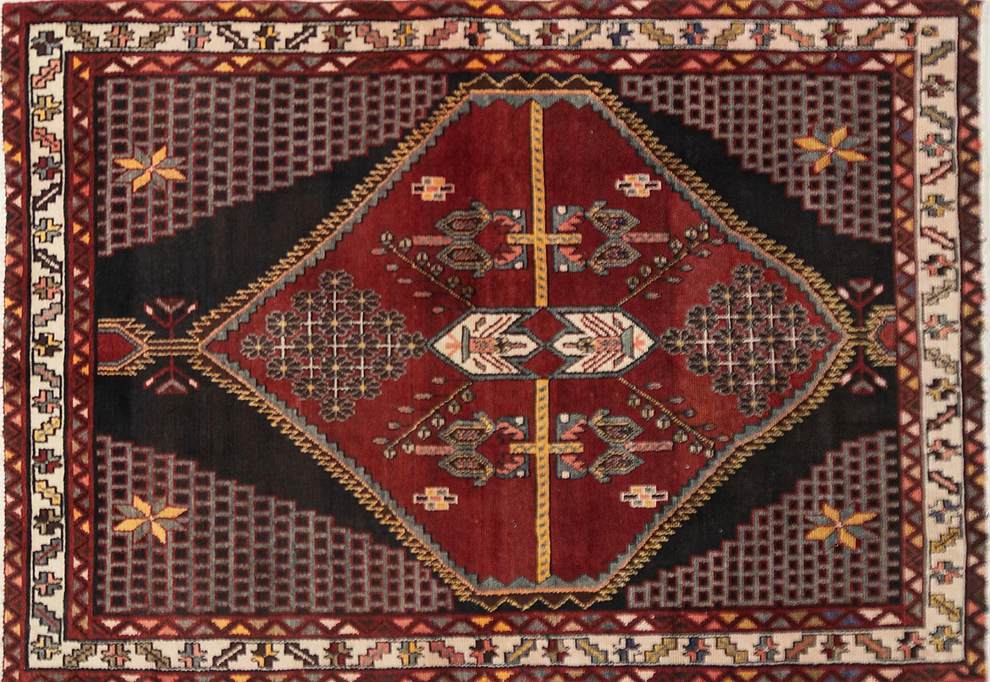 A Persian Hand Knotted Hamadan Rug, 184 x 127