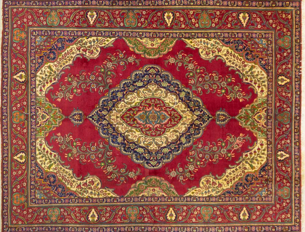 A Persian Hand Knotted Tabriz Carpet, 390 x 300
