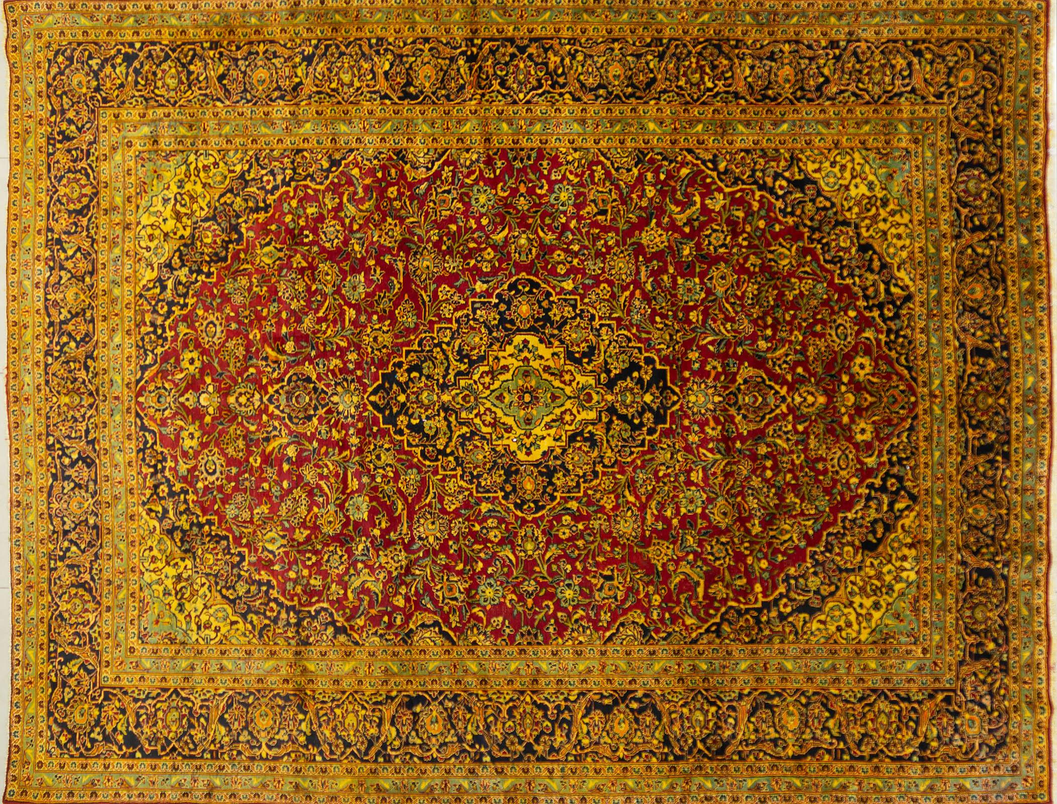 A Persian Hand Knotted Kashan Carpet, 390 x 300