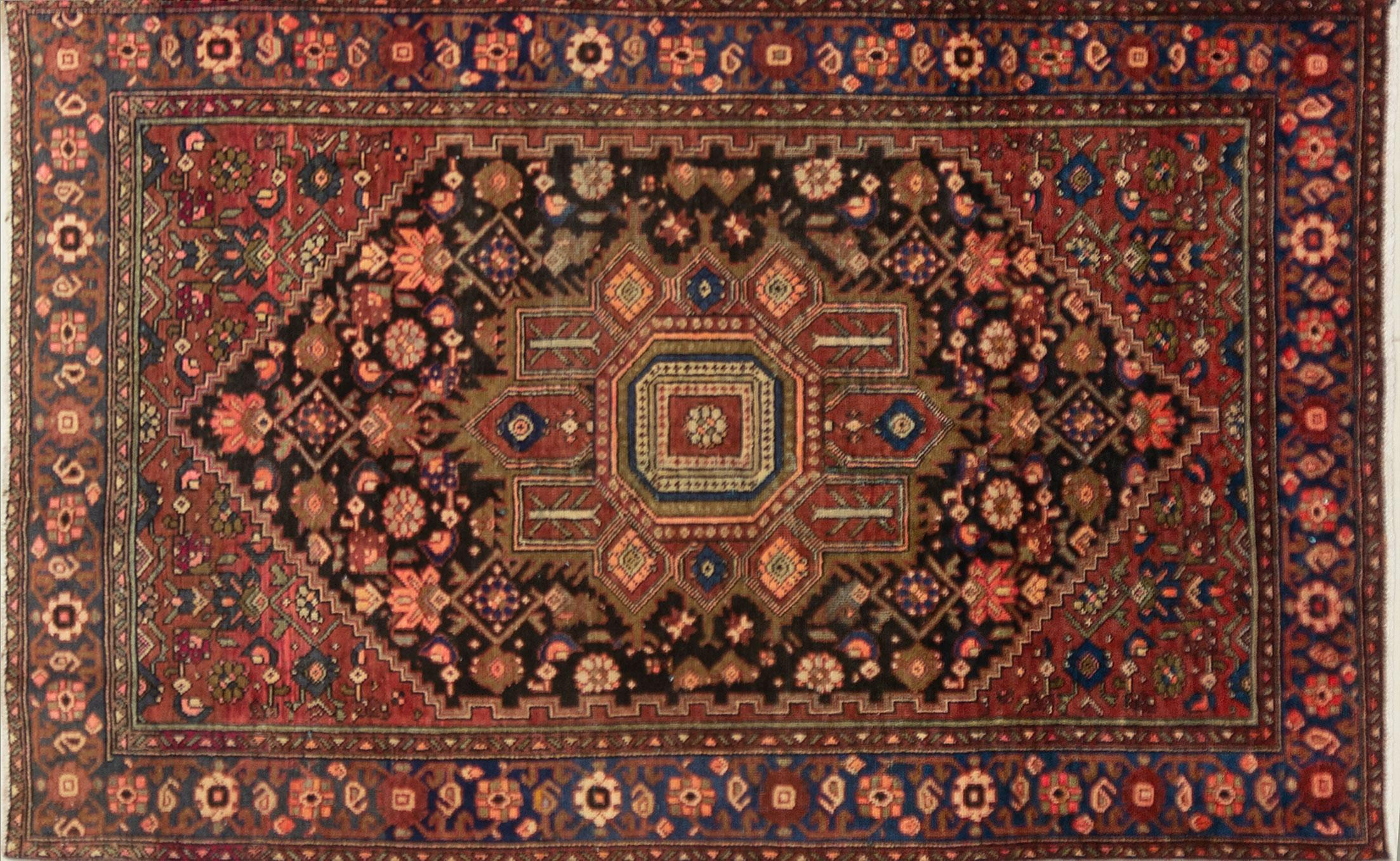 A Persian Hand Knotted Zanjan Rug, 203 x 135