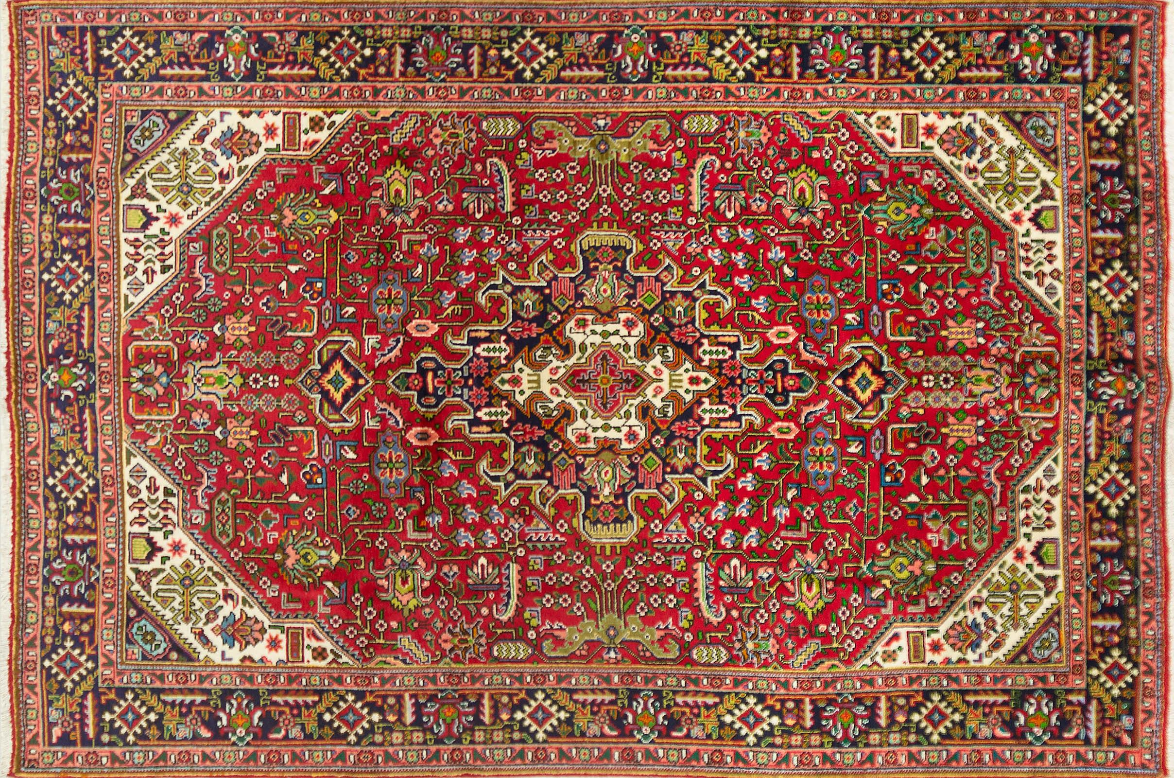 A Persian Hand Knotted Tabriz Carpet, 300 x 203