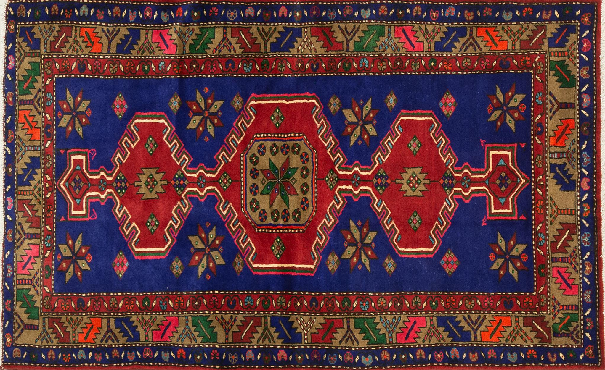A Persian Hand Knotted Zanjan Rug, 200 x 122