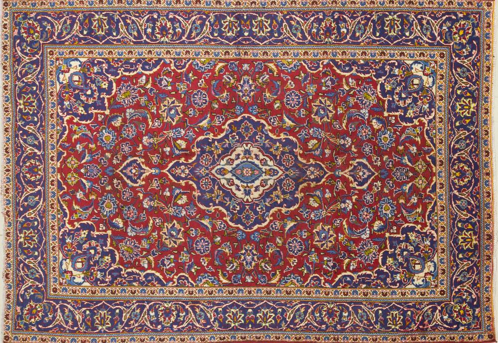 A Persian Hand Knotted Kashan Carpet, 275 x 198