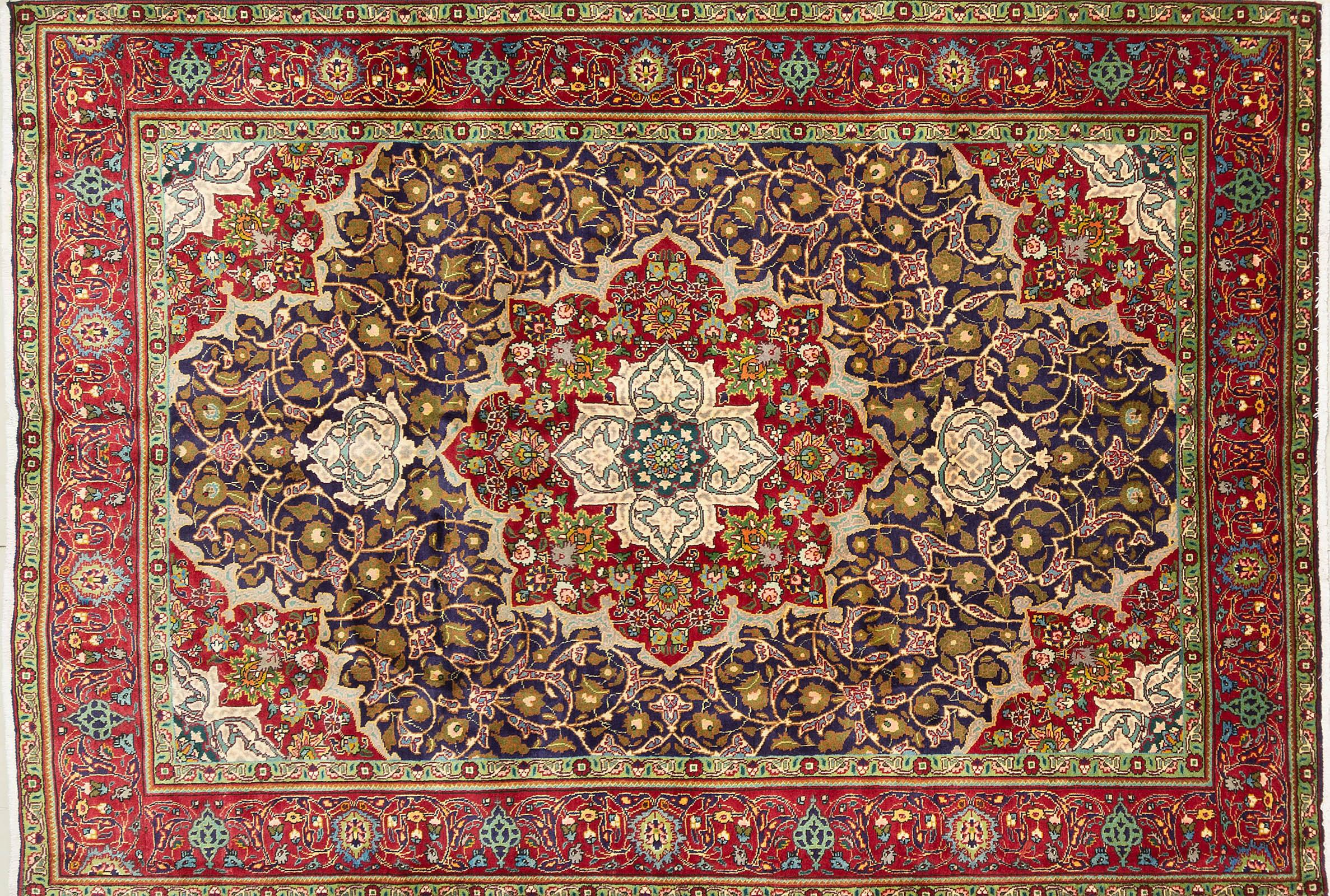 A Persian Hand Knotted Tabriz Carpet, 292 x 203