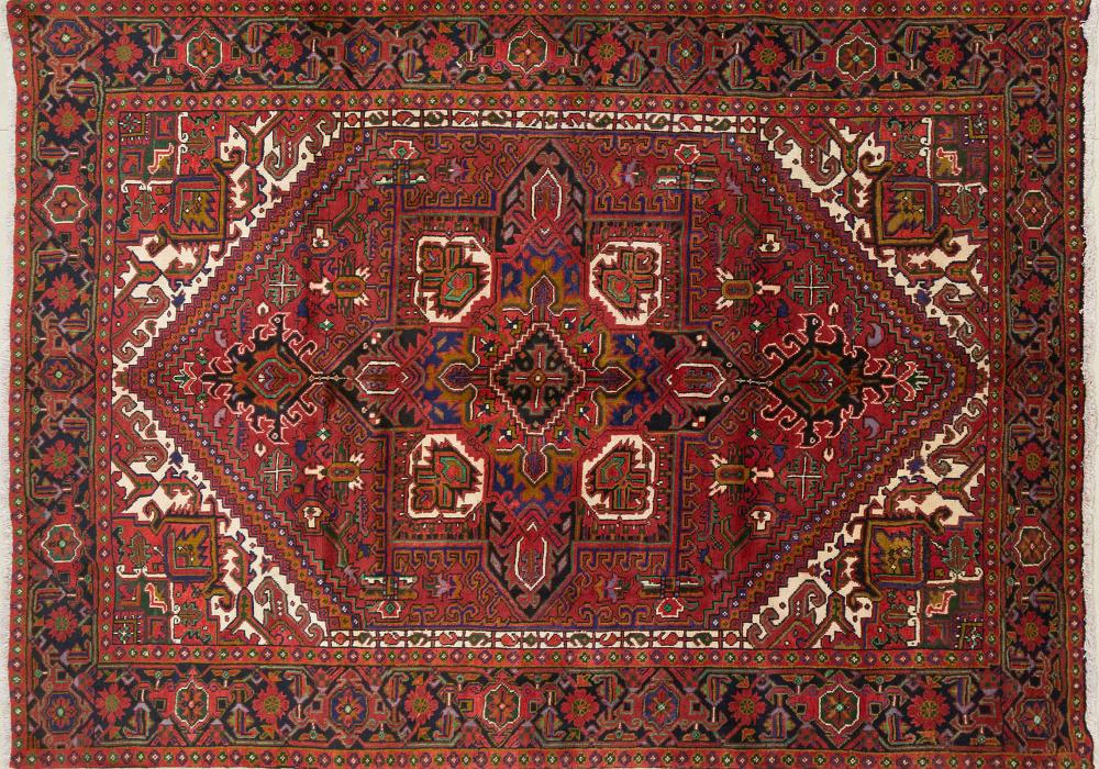 A Persian Hand Knotted Heriz Carpet, 287 x 205