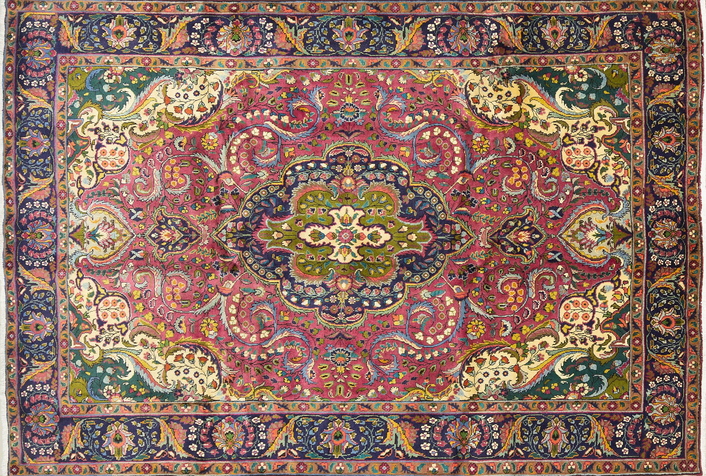 A Persian Hand Knotted Tabriz Carpet, 280 x 192