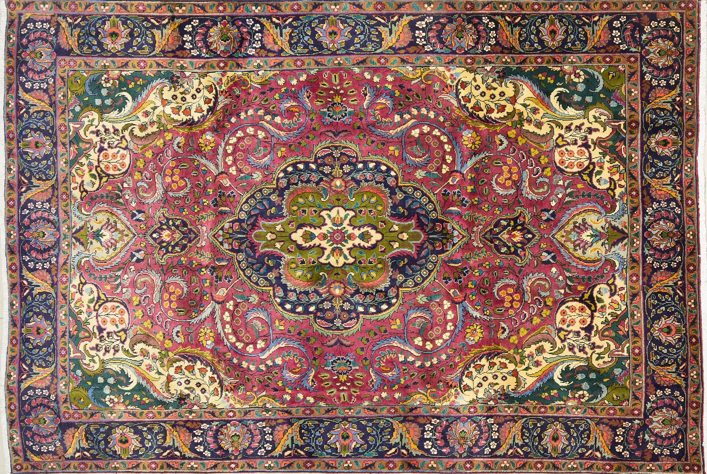 A Persian Hand Knotted Tabriz Carpet, 280 x 190