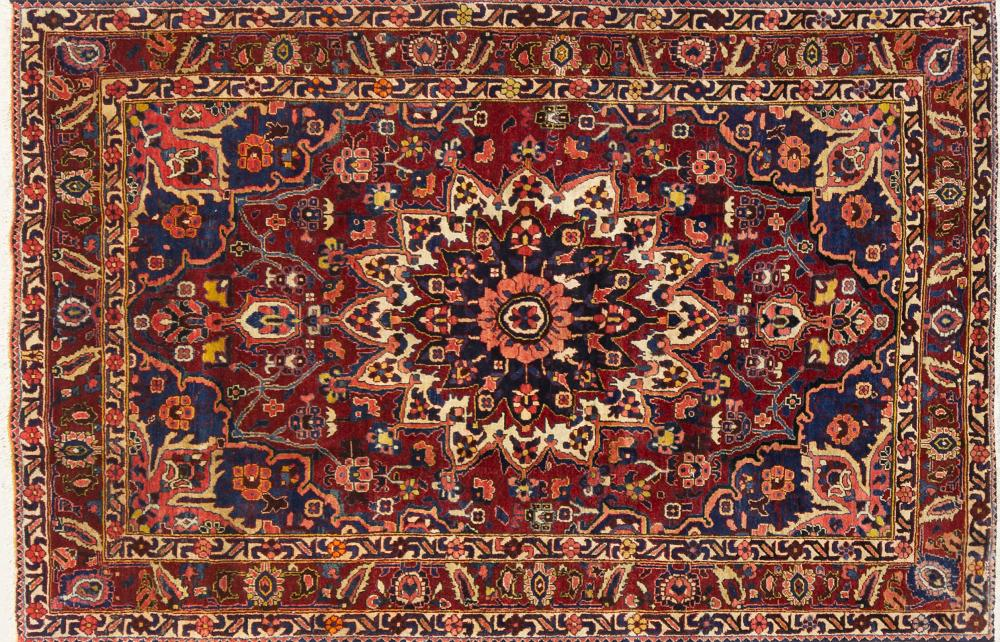 A Persian Hand Knotted Bakhtiari Rug, 236 x 155