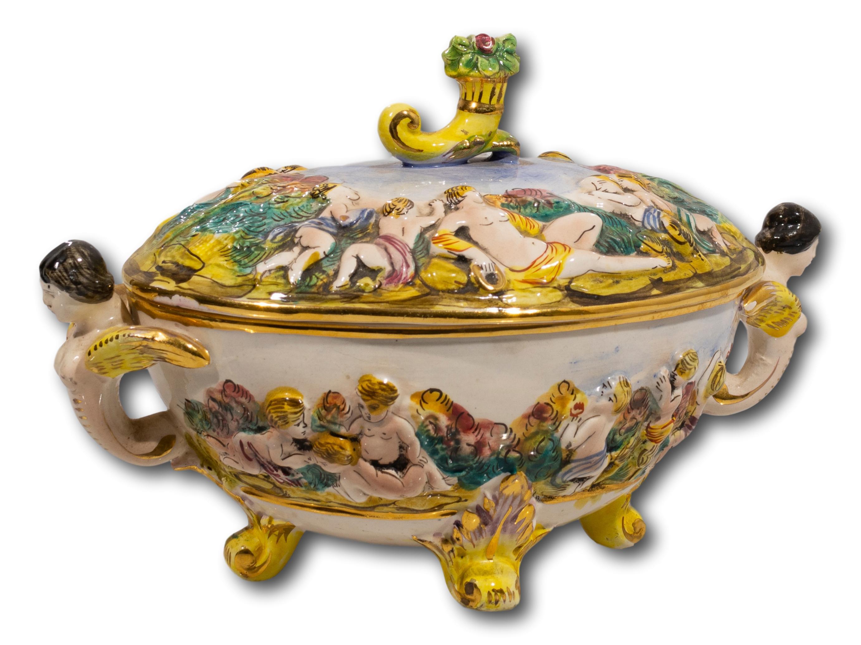 A Capodimonte Lidded Bowl, 15 x 25cm