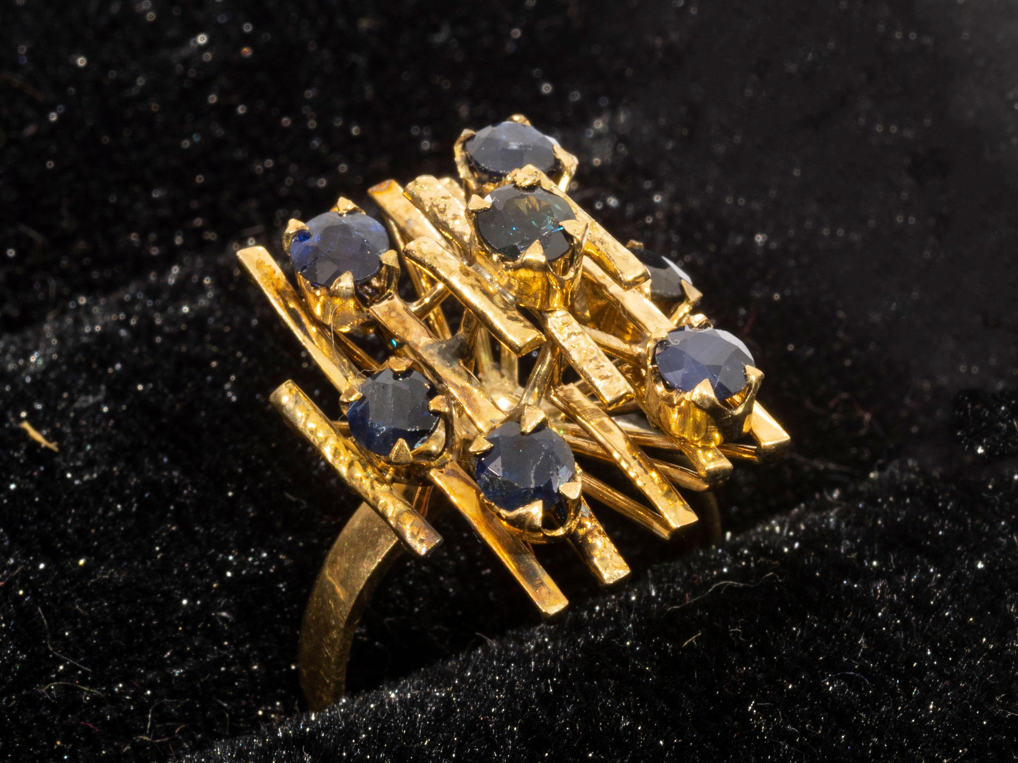 A 9kt Gold Ring set with Sapphires, total weight 5.25g