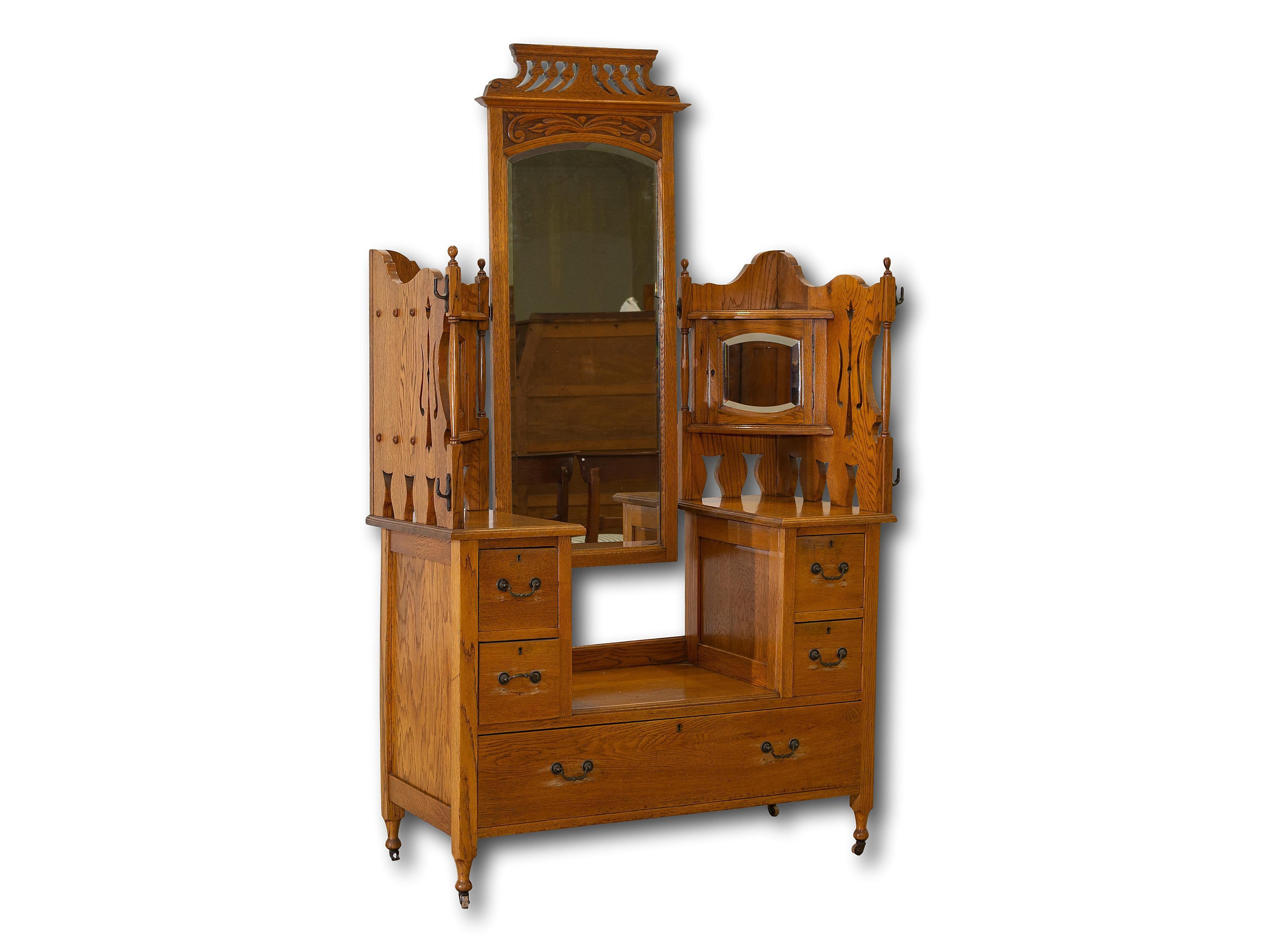 An Early 20th Century Oak Dressing Table with Mirror, 142 x 118 x 51