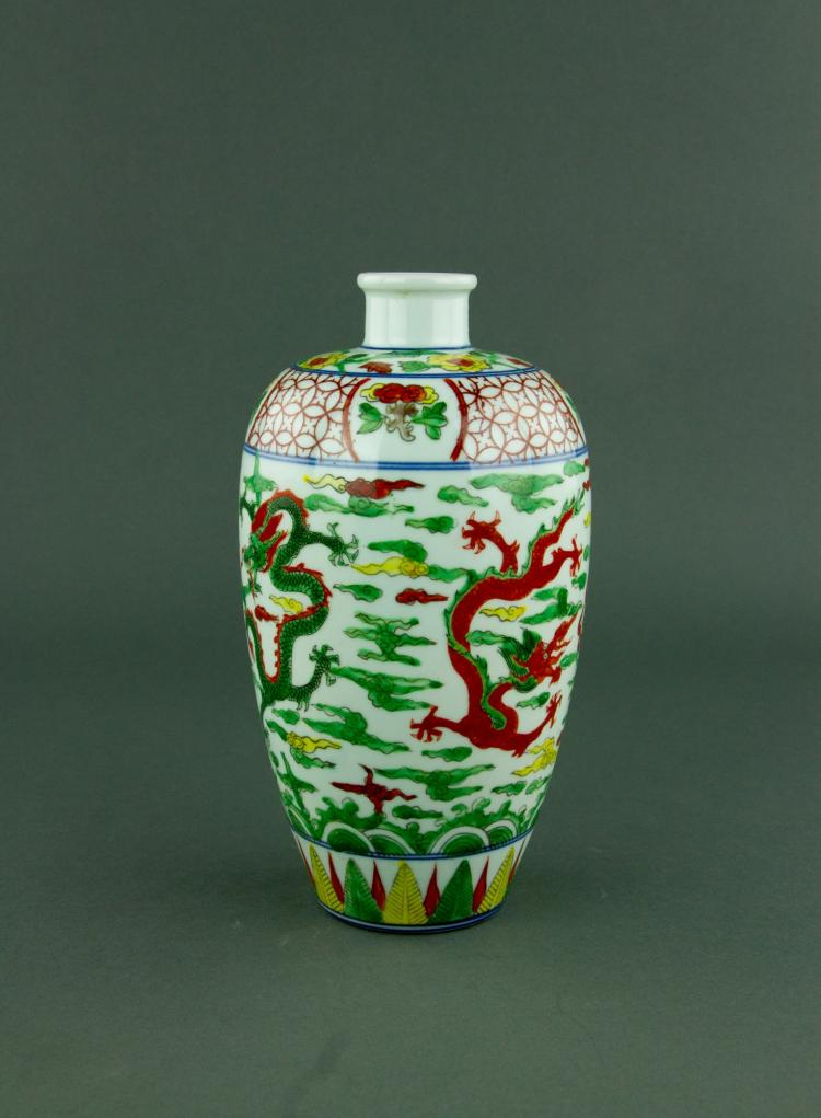 Chinese Wucai Dragon Porcelain Vase Ming Mark