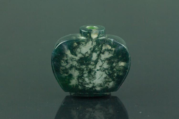 Chinese Green Agate Carved Snuff Bottle
