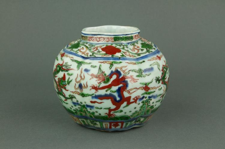 Chinese Wucai Lobed Porcelain Jar Ming Wanli Mk