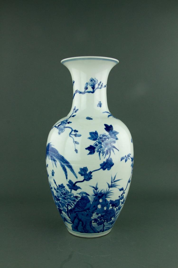 Chinese Blue & White Porcelain Vase Kangxi Mark