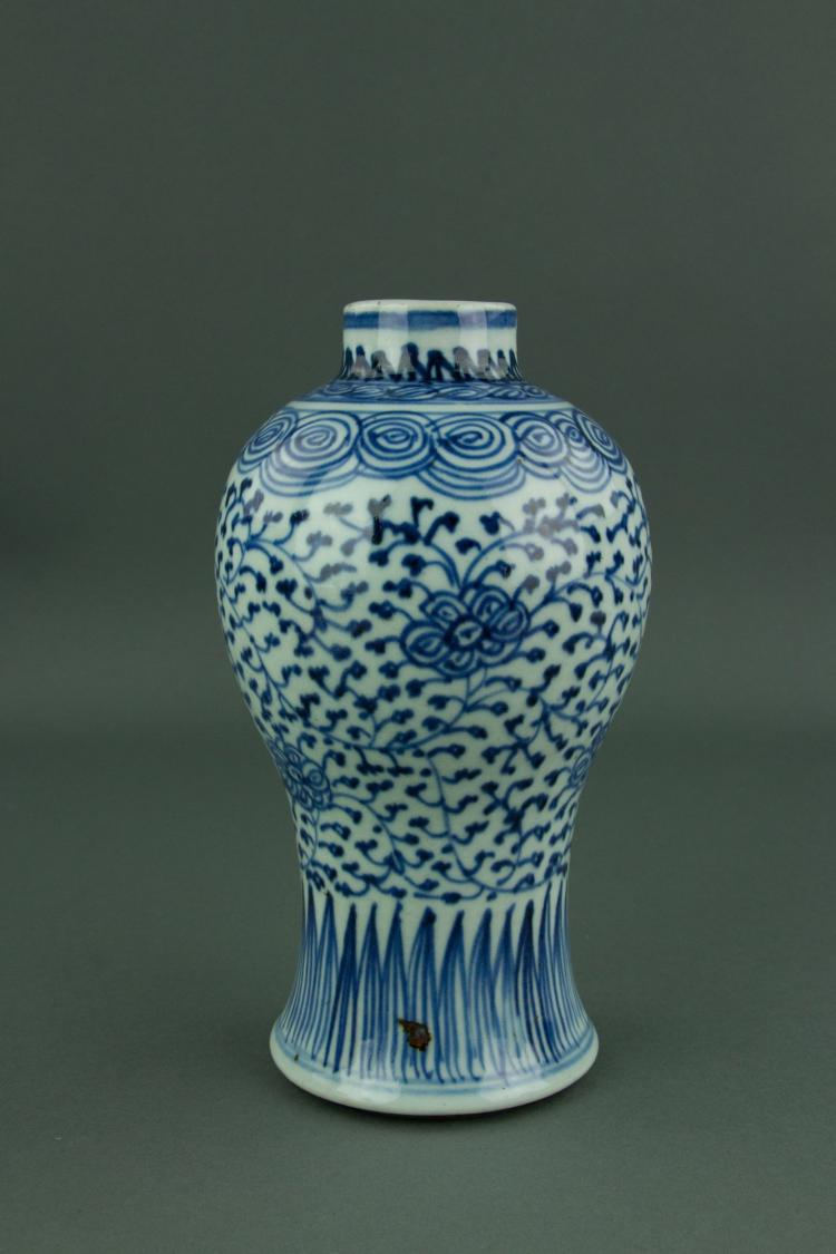 Qing Period Chinese Blue & White Porcelain Vase