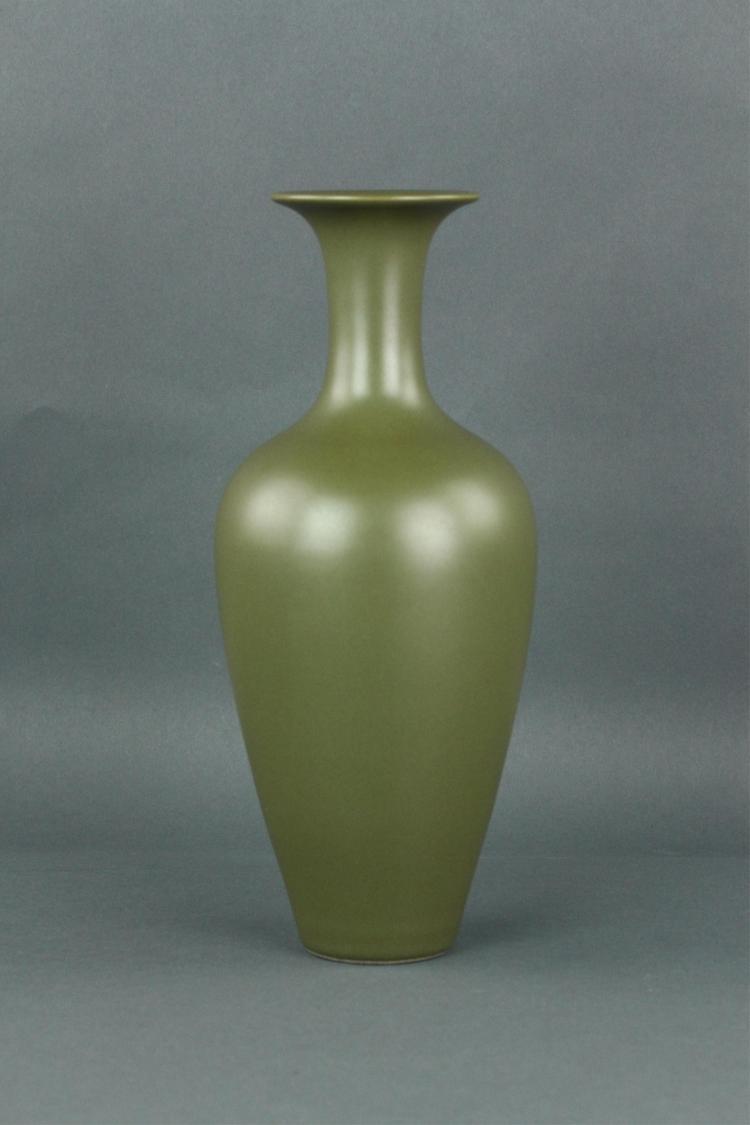 Chinese Tea-dust Glaze Porcelain Vase Yongzheng MK