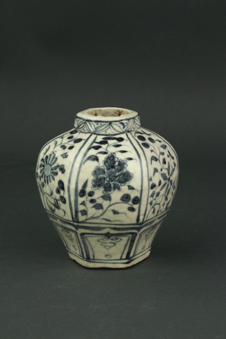 Chinese Yuan Type BW Hexagon Porcelain Jar