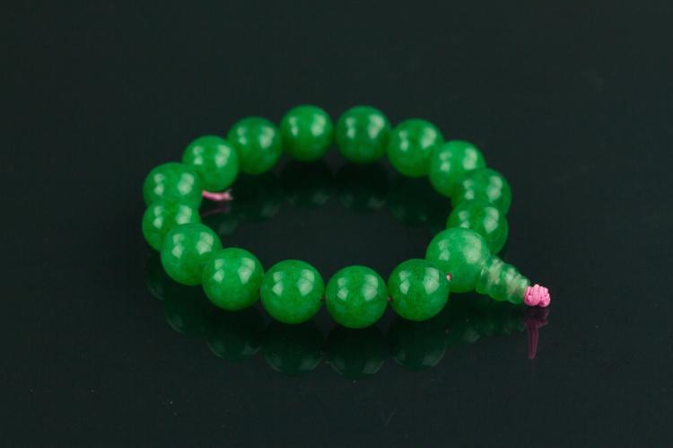 Chinese Emerald Green Hardstone Bracelet