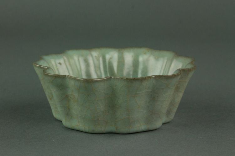 Chinese Song Style Guan Lobed Porcelain Bowl