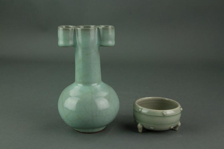 2 Pc Chinese Guan Type Porcelain Vase and Bowl