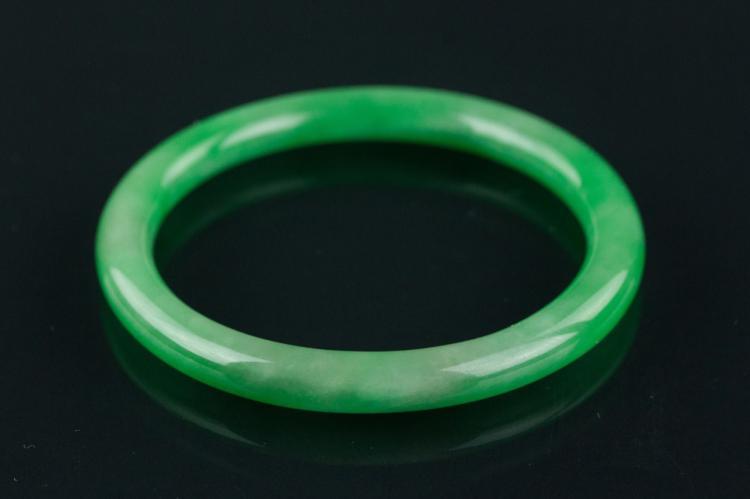 Chinese Apple Green Jadeite Bangle
