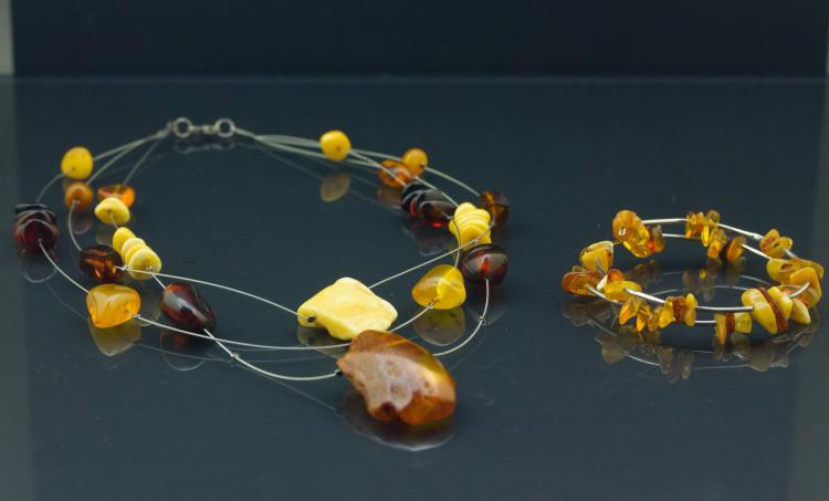 2 Pc Chinese Amber Necklace & Bracelet