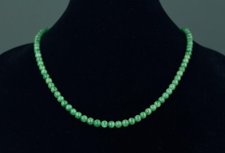 Chinese Green Jadeite Necklace With Certificate