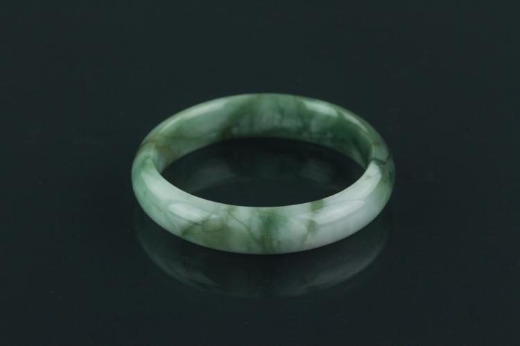 Chinese Fine Natural Green Jadeite Bangle