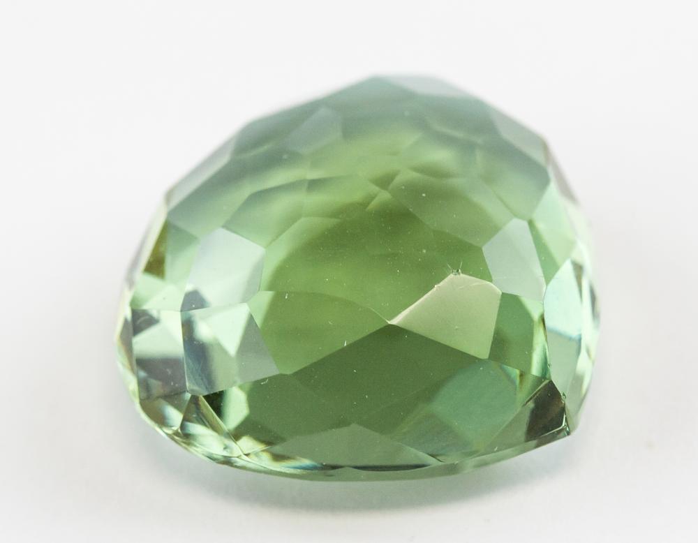 Lot 330: 26.70 Ct Pear Cut Alexandrite Gemstone GGL