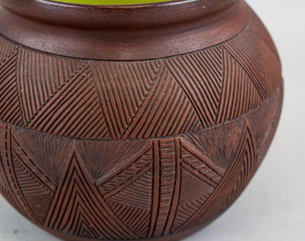 Lot 406: Canadian Six Nations Indigenous Pottery Jar