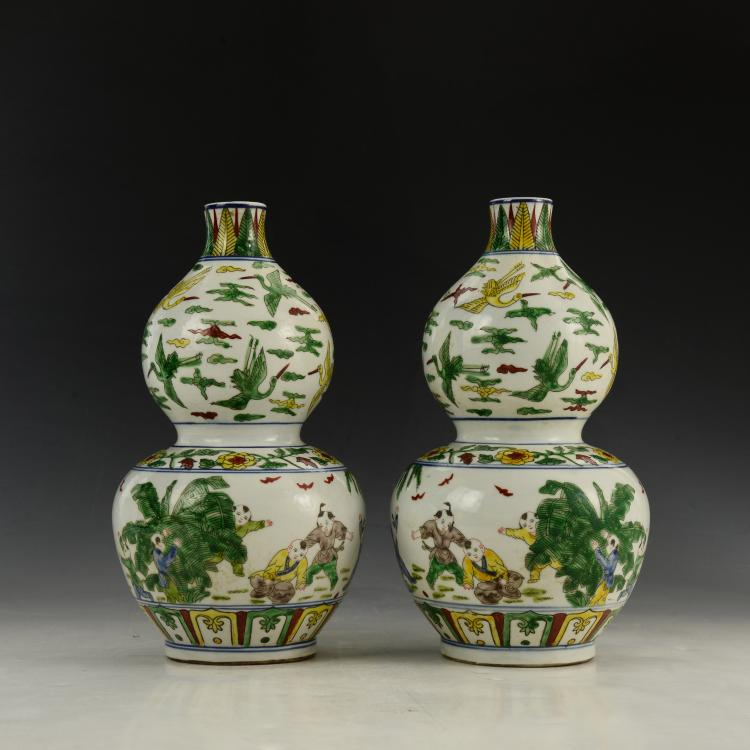 Pair of Chinese Wu Cai Gourd bottle