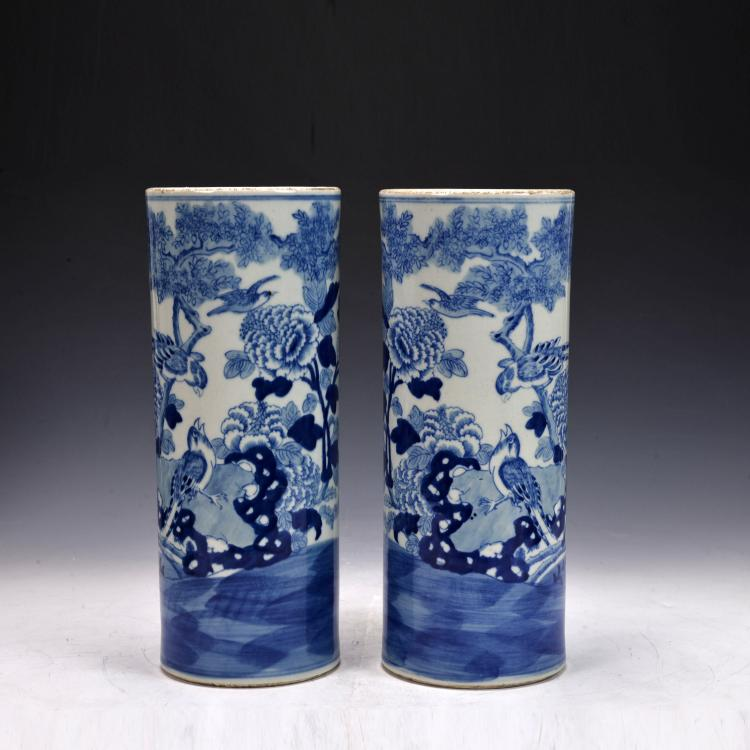 A pair of Blue and White Vase
