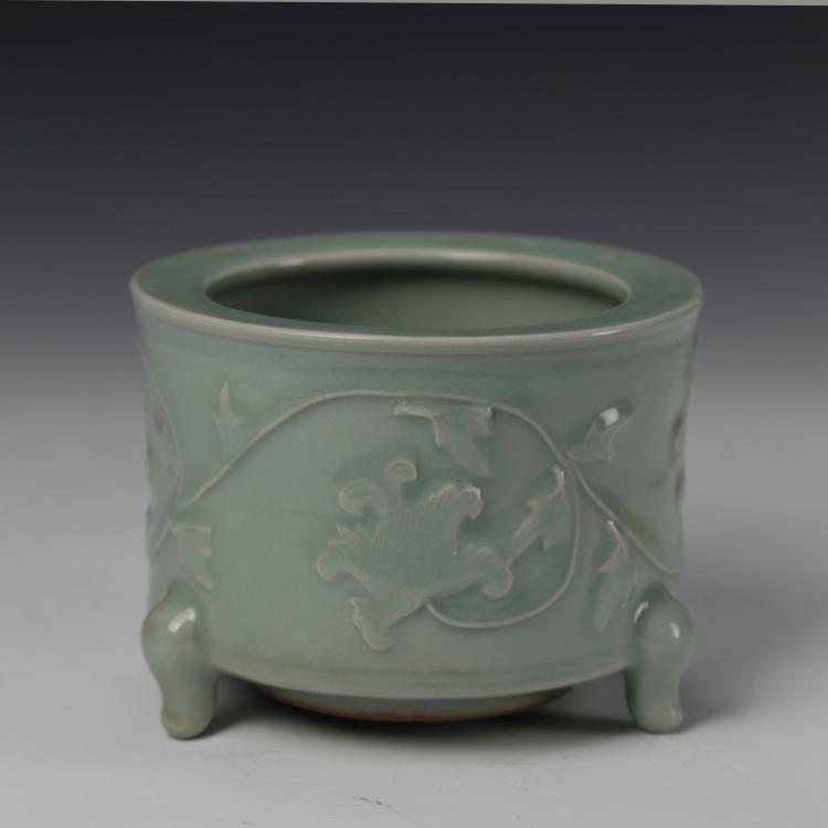 Chinese Lungquan Ware Tripod