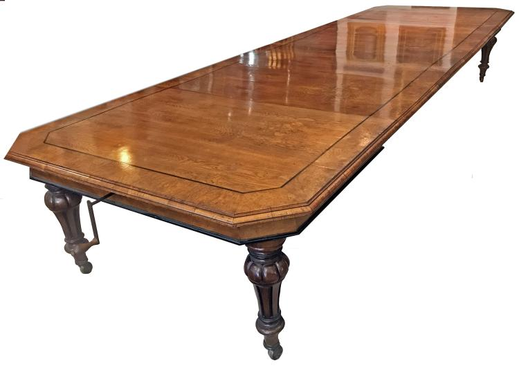 FINE ENGLISH EXTENDING DINING TABLE, CIRCA 1860