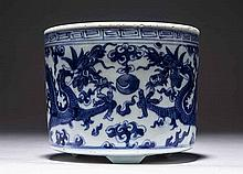 MING STYLE BLUE AND WHITE PORCELAIN BRUSH POT